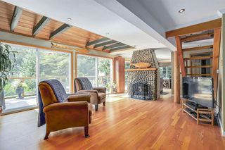 Photo 3: 300 BEAVER Road in North Vancouver: Upper Delbrook House for sale : MLS®# R2362944