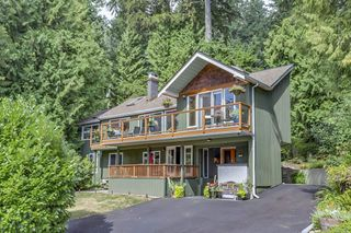 Photo 1: 300 BEAVER Road in North Vancouver: Upper Delbrook House for sale : MLS®# R2362944