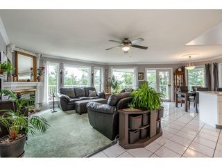 Photo 3: 2058 LION Court in Abbotsford: Abbotsford East House for sale : MLS®# R2378598