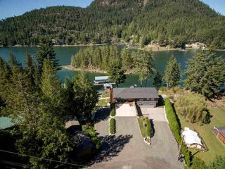 Photo 2: 12853 SUNSHINE COAST Highway in Sechelt: Pender Harbour Egmont House for sale (Sunshine Coast)  : MLS®# R2435860