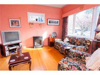 Photo 2: 6415 CHESTER Street in Vancouver: Fraser VE House for sale (Vancouver East)  : MLS®# V1116017