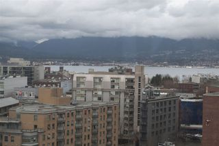 "Photo 3: 1604 550 TAYLOR Street in Vancouver: Downtown VW Condo for sale in ""The Taylo"" (Vancouver West)  : MLS®# R2042324"