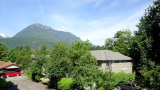 "Photo 18: E203 40180 WILLOW Crescent in Squamish: Garibaldi Estates Condo for sale in ""Diamond Head Place"" : MLS®# R2075103"