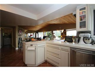 Photo 11: 3407 Karger Terr in VICTORIA: Co Triangle House for sale (Colwood)  : MLS®# 735110