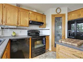 Photo 10: 147 EDGEBROOK Circle NW in Calgary: 2 Storey for sale : MLS®# C3580214