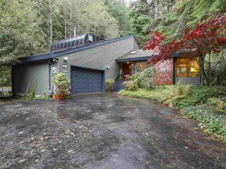 """Photo 2: 5593 NANCY GREENE Way in North Vancouver: Grouse Woods House for sale in """"Grouse Woods"""" : MLS®# R2120091"""