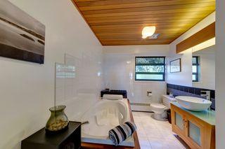 Photo 11: 6509 LYNNWOOD Court in Sechelt: Sechelt District House for sale (Sunshine Coast)  : MLS®# R2146717