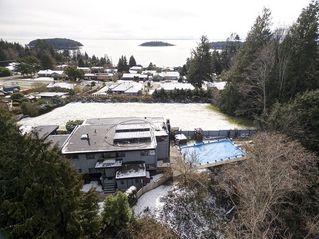 Photo 3: 6509 LYNNWOOD Court in Sechelt: Sechelt District House for sale (Sunshine Coast)  : MLS®# R2146717