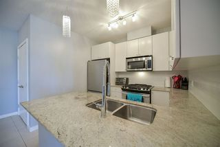 """Photo 4: 1007 280 ROSS Drive in New Westminster: Fraserview NW Condo for sale in """"THE CARLYLE"""" : MLS®# R2194629"""