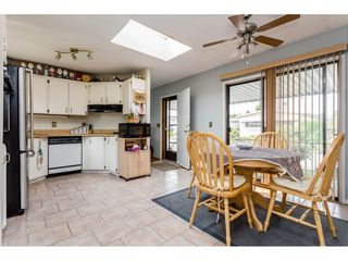 """Photo 5: 25 15875 20 Avenue in Surrey: King George Corridor Manufactured Home for sale in """"Searidge Bays"""" (South Surrey White Rock)  : MLS®# R2195866"""