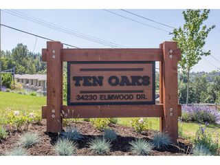 "Photo 2: 29 34230 ELMWOOD Drive in Abbotsford: Central Abbotsford Townhouse for sale in ""Ten Oaks"" : MLS®# R2196931"