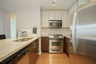 """Photo 4: 1001 2289 YUKON Crescent in Burnaby: Brentwood Park Condo for sale in """"WATERCOLOURS"""" (Burnaby North)  : MLS®# R2228233"""