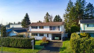 """Photo 2: 6105 175A Street in Surrey: Cloverdale BC House for sale in """"Cloverdale"""" (Cloverdale)  : MLS®# R2230143"""