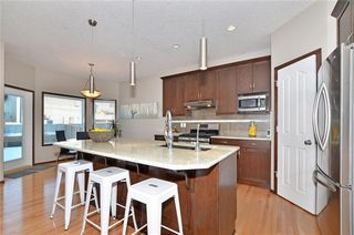 Photo 4: 739 NEW BRIGHTON Drive SE in Calgary: New Brighton House for sale : MLS®# C4175225