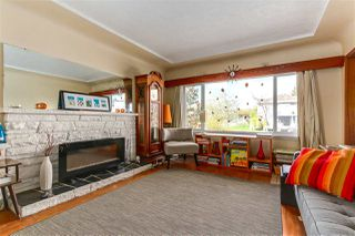 """Photo 4: 108 E 56TH Avenue in Vancouver: South Vancouver House for sale in """"LANGARA"""" (Vancouver East)  : MLS®# R2257447"""