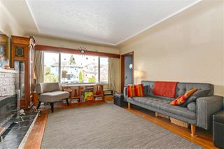 "Photo 5: 108 E 56TH Avenue in Vancouver: South Vancouver House for sale in ""LANGARA"" (Vancouver East)  : MLS®# R2257447"