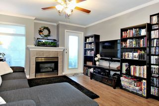 Photo 2: 304 2526 LAKEVIEW Crescent in Abbotsford: Central Abbotsford Condo for sale : MLS®# R2337653