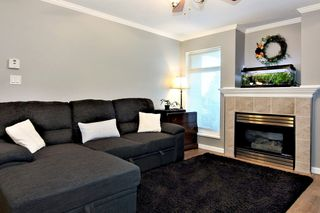 Photo 3: 304 2526 LAKEVIEW Crescent in Abbotsford: Central Abbotsford Condo for sale : MLS®# R2337653