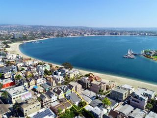 Photo 1: MISSION BEACH House for sale : 3 bedrooms : 818 Rockaway Ct in San Diego
