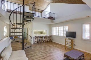 Photo 8: MISSION BEACH House for sale : 3 bedrooms : 818 Rockaway Ct in San Diego