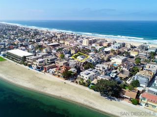 Photo 5: MISSION BEACH House for sale : 3 bedrooms : 818 Rockaway Ct in San Diego