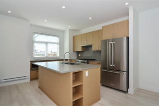 """Photo 4: 32 2427 164 Street in Surrey: Grandview Surrey Townhouse for sale in """"The Smith"""" (South Surrey White Rock)  : MLS®# R2347238"""