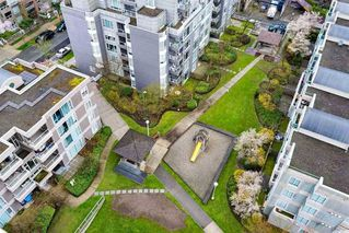 Photo 11: 1606 5189 GASTON Street in Vancouver: Collingwood VE Condo for sale (Vancouver East)  : MLS®# R2360326