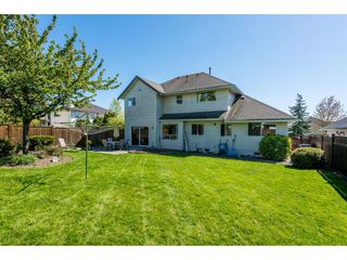 Photo 2: 18617 62A Avenue in Surrey: Cloverdale BC House for sale (Cloverdale)  : MLS®# R2365748