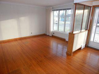 Photo 2: 319 Oakland Avenue in Winnipeg: North Kildonan House for sale ()  : MLS®# 1727613