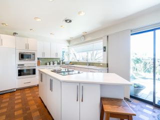 """Photo 9: 6145 COLLINGWOOD Street in Vancouver: Kerrisdale House for sale in """"SOUTHLANDS"""" (Vancouver West)  : MLS®# R2376095"""