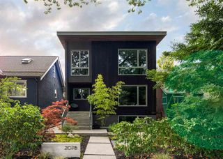 """Photo 1: 2078 E 7TH Avenue in Vancouver: Grandview Woodland House for sale in """"THE DRIVE"""" (Vancouver East)  : MLS®# R2403665"""