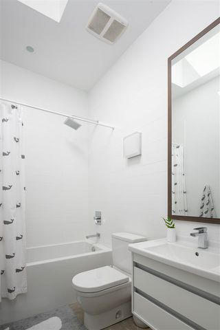 """Photo 17: 2078 E 7TH Avenue in Vancouver: Grandview Woodland House for sale in """"THE DRIVE"""" (Vancouver East)  : MLS®# R2403665"""