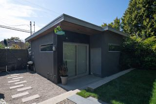 """Photo 20: 2078 E 7TH Avenue in Vancouver: Grandview Woodland House for sale in """"THE DRIVE"""" (Vancouver East)  : MLS®# R2403665"""