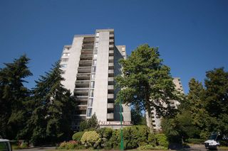 "Main Photo: 305 6759 WILLINGDON Avenue in Burnaby: Metrotown Condo for sale in ""Balmoral On the Park"" (Burnaby South)  : MLS®# R2406997"