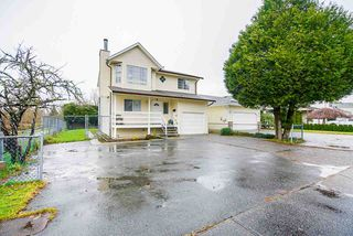 Photo 3: 20703 51B Avenue in Langley: Langley City House for sale : MLS®# R2523684