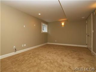 Photo 12: 211 Robertson St in VICTORIA: Vi Fairfield East House for sale (Victoria)  : MLS®# 585604