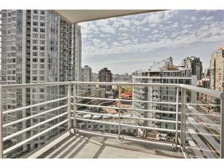 "Photo 2: 1708 198 AQUARIUS Mews in Vancouver: Yaletown Condo for sale in ""AQUARIUS 2"" (Vancouver West)  : MLS®# V1059112"