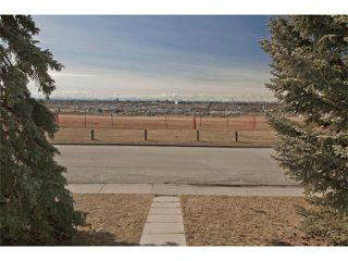 Photo 2: 724 LYSANDER Drive SE in Calgary: Lynnwood_Riverglen House for sale : MLS®# C3656384