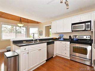 Photo 6: 4027 Hopesmore Drive in VICTORIA: SE Mt Doug Single Family Detached for sale (Saanich East)  : MLS®# 370200