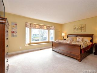 Photo 9: 917 Maltwood Terr in VICTORIA: SE Broadmead House for sale (Saanich East)  : MLS®# 751326
