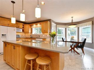 Photo 6: 917 Maltwood Terr in VICTORIA: SE Broadmead House for sale (Saanich East)  : MLS®# 751326