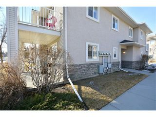 Photo 3: 6639 Pinecliff Grove NE in Calgary: Pineridge House for sale : MLS®# C4107612