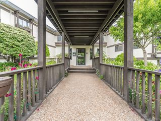 Photo 13: 112 1975 Lee Avenue in VICTORIA: Vi Jubilee Condo Apartment for sale (Victoria)  : MLS®# 379575