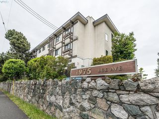 Photo 1: 112 1975 Lee Avenue in VICTORIA: Vi Jubilee Condo Apartment for sale (Victoria)  : MLS®# 379575