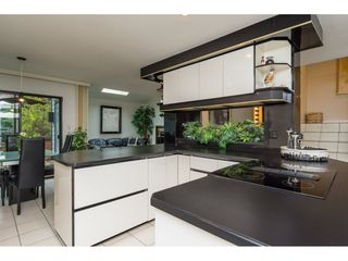 """Photo 8: 15837 COLUMBIA Avenue: White Rock House for sale in """"East Beach"""" (South Surrey White Rock)  : MLS®# R2191085"""