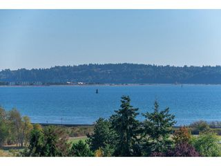 """Photo 2: 15837 COLUMBIA Avenue: White Rock House for sale in """"East Beach"""" (South Surrey White Rock)  : MLS®# R2191085"""