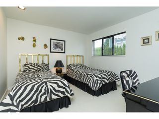 """Photo 16: 15837 COLUMBIA Avenue: White Rock House for sale in """"East Beach"""" (South Surrey White Rock)  : MLS®# R2191085"""
