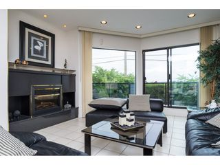"""Photo 3: 15837 COLUMBIA Avenue: White Rock House for sale in """"East Beach"""" (South Surrey White Rock)  : MLS®# R2191085"""