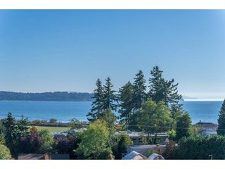 """Photo 20: 15837 COLUMBIA Avenue: White Rock House for sale in """"East Beach"""" (South Surrey White Rock)  : MLS®# R2191085"""