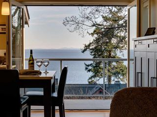Main Photo: 90 HEAD Road in Gibsons: Gibsons & Area House for sale (Sunshine Coast)  : MLS®# R2194939